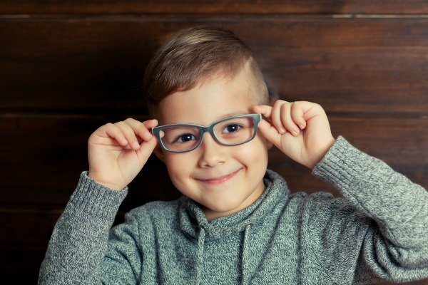 How to Know If Your Child Needs to Wear Eyeglasses